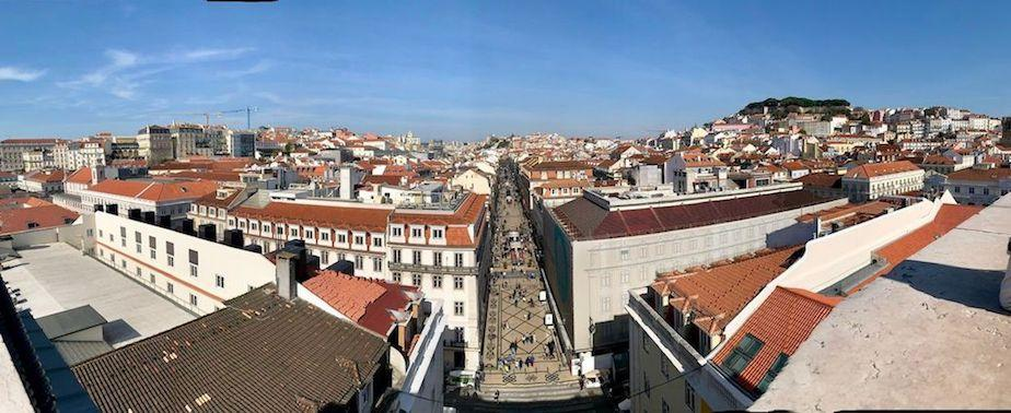 place-de-commerce-Lisbon A-globetrotter-world Portugalholidays4u.com