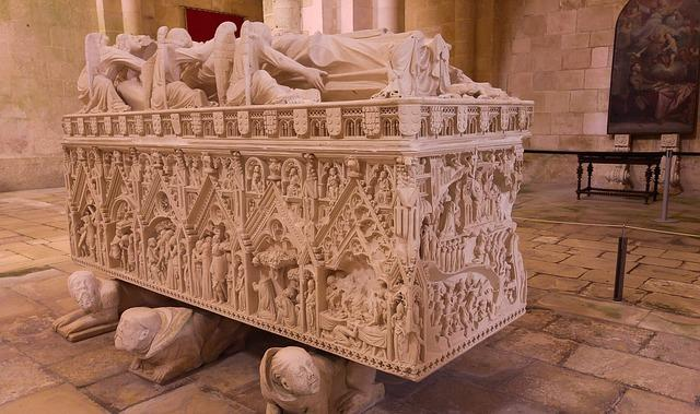 ines-tomb-alcobaca-portugal