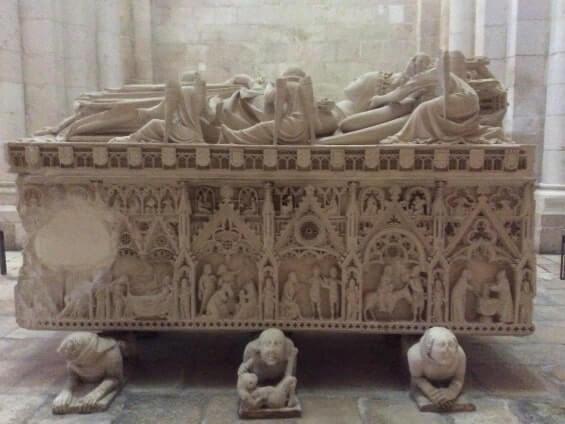 Gothic-tomb-at-Alcobaca-Monastery. Portugalholidays4u.com
