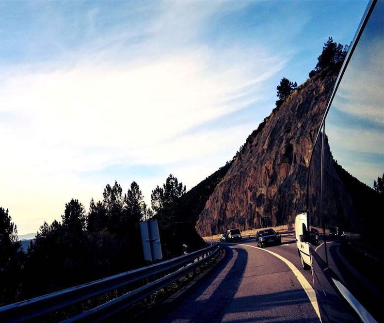 driving-through-the-douro-valley