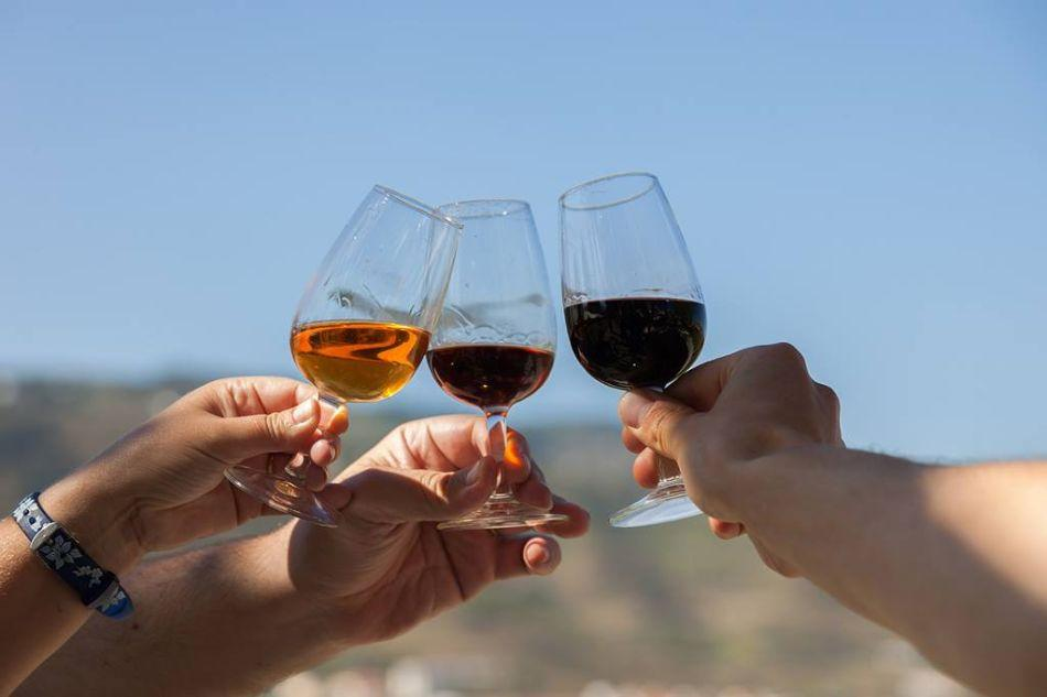 enjoy-a-glass-of-wine-at-douro-vineyard