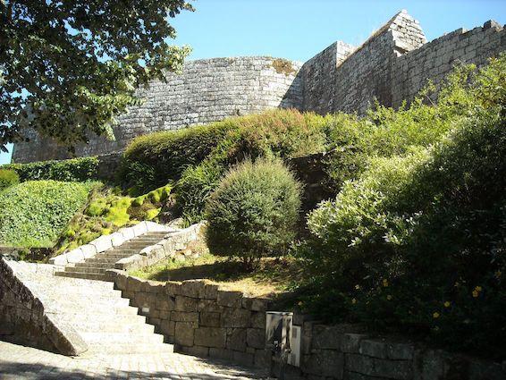 Melgaco-Castel–Donjon-portugal