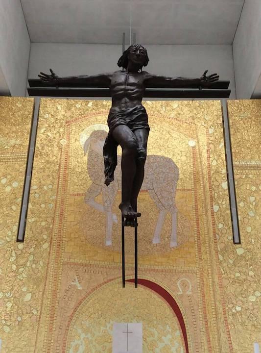 basilica-holy-trinity-fatima-portugal