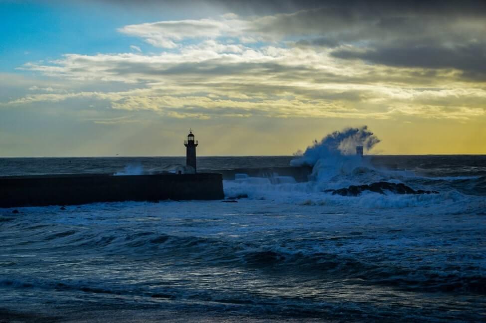https://portugalholidays4u.com/repo/porto/Foz-Do-Douro-Lighthouse-porto.jpg