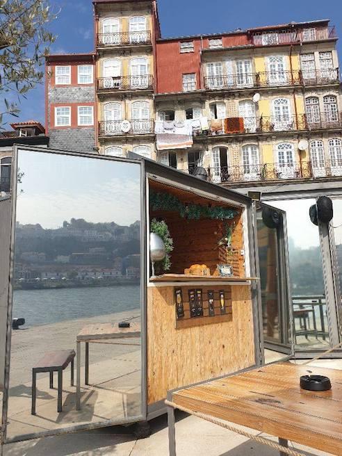 https://portugalholidays4u.com/repo/top-reasons-to-visit-porto/Praca-da-Ribeira-square-porto.jpg