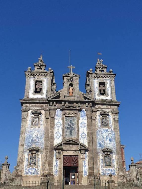 https://portugalholidays4u.com/repo/top-reasons-to-visit-porto/igreja-dos-congregados.jpg